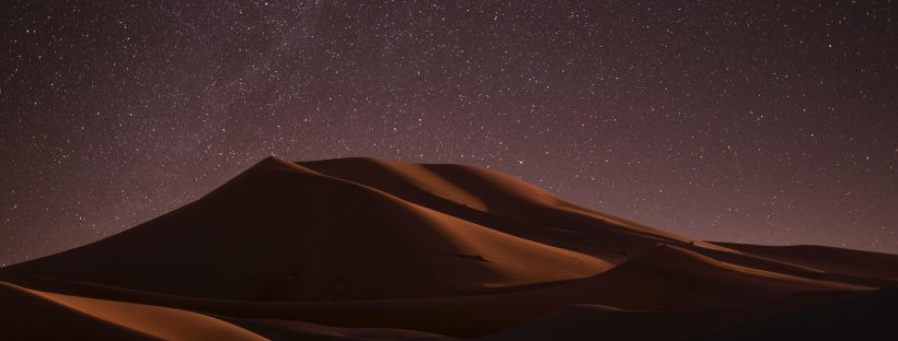 photo a sky at night in the desert